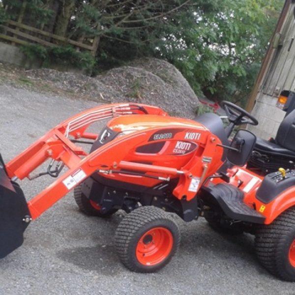 Kioti Tractors 2610 : Kioti cs compact tractor and loader kearsley tractors